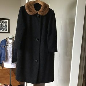 Vintage coat with mink collar. Fits sizes 8-12.